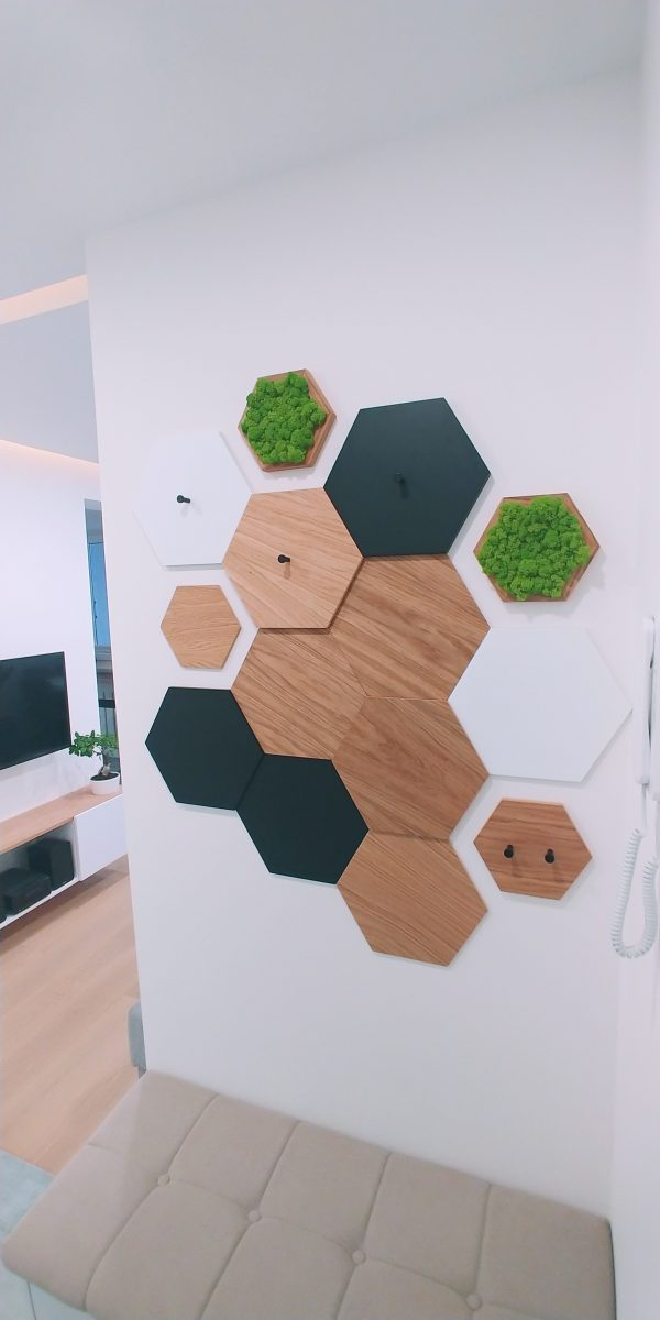 Pomysł na ścianę heksagon biały skotiwood drewniane panele ścienne